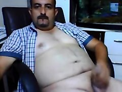 Chunky turkish bear jerking off