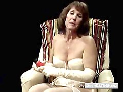 older woman gives a squirting demonstration
