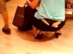 mummy thong slip in supermarket  2015