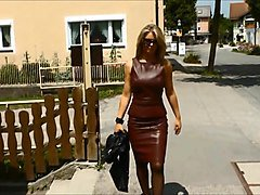 ladys in leather (skirt)